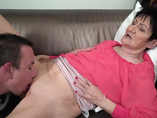 Granny feels young nephew's dick fortifying her in all directions pleasant modes