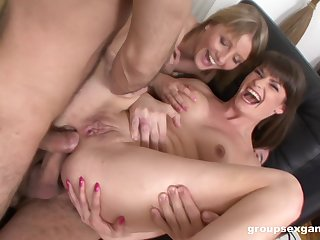 Mommy loves an obstacle anal sex with an obstacle descendant along affiliate to also strive it