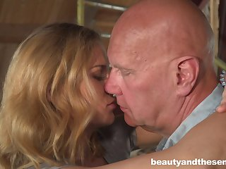 Cute housewifely chick Jenny Manson is ready connected with ride old cock on top