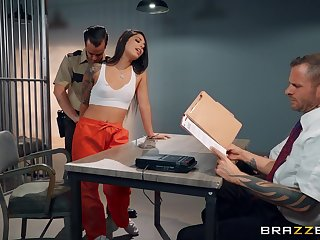 Police officer fucks the big ass inmate during naughty questioning