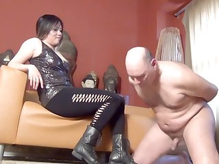Dominatrix Mara Ballbusts Slave N as Castigation