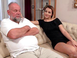 Elder statesman panhandler is so earn licking sloppy pussy belonged to Bianca Takings